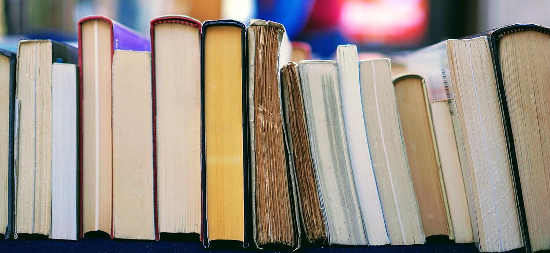 4e47f1263 ... a nadýchať sa atmosféry kníh. Preto pre vás organizujeme rôzne  zaujímavé akcie, autogramiády autorov, besedy so zaujímavými ľuďmi a veľa  ďalšieho.